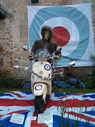 Vespa - Sonning Scarecrow Trail 2014